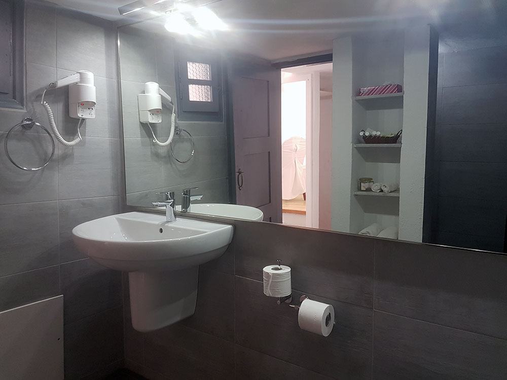 Studio for four bathroom detail